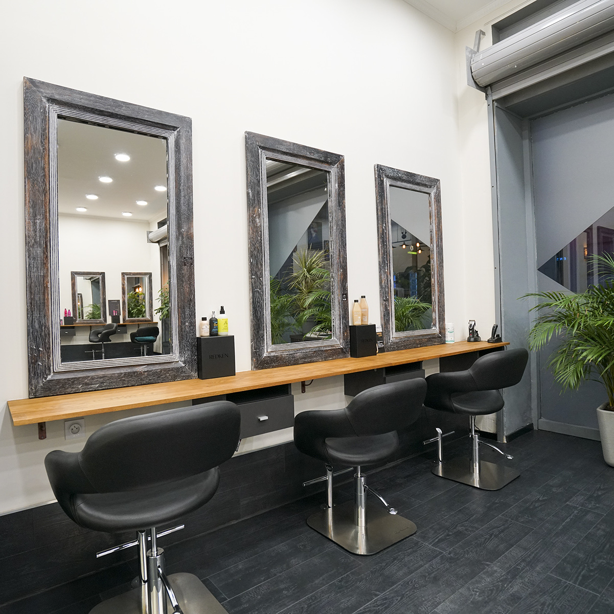 L 39 impertinence coiffeur coloriste visagiste bordeaux for Salon professionnel bordeaux